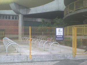 Bicicletário da Estação Dom Pedro - No metrô, mas feito pela SP SPTrans.